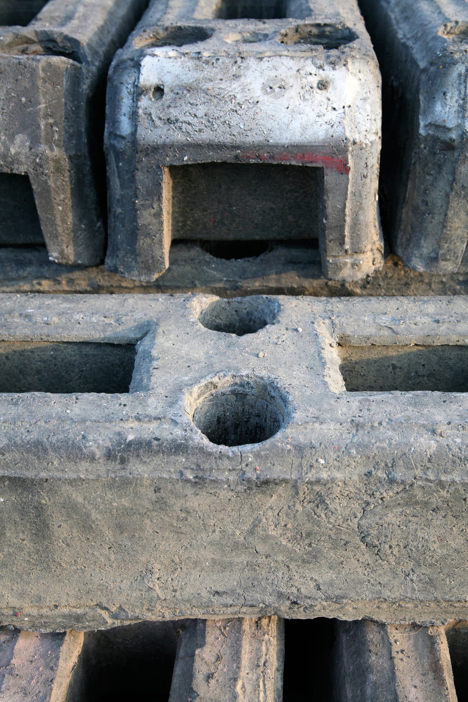 Cutting A Concrete Block Wall : How to cut cinder blocks with a skill saw ehow
