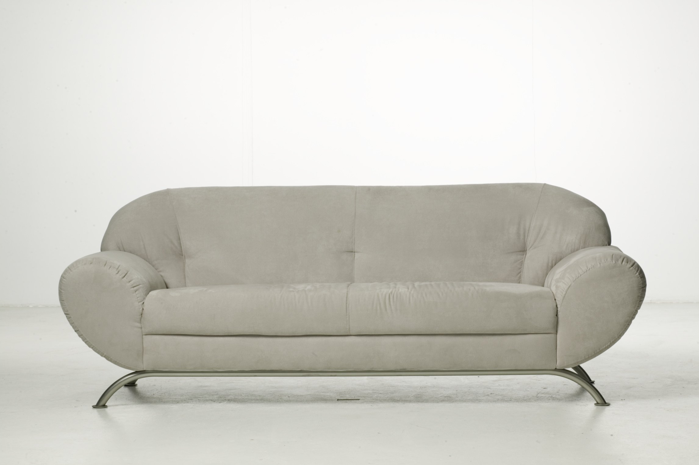 how to clean apple juice off a fabric couch ehow. Black Bedroom Furniture Sets. Home Design Ideas