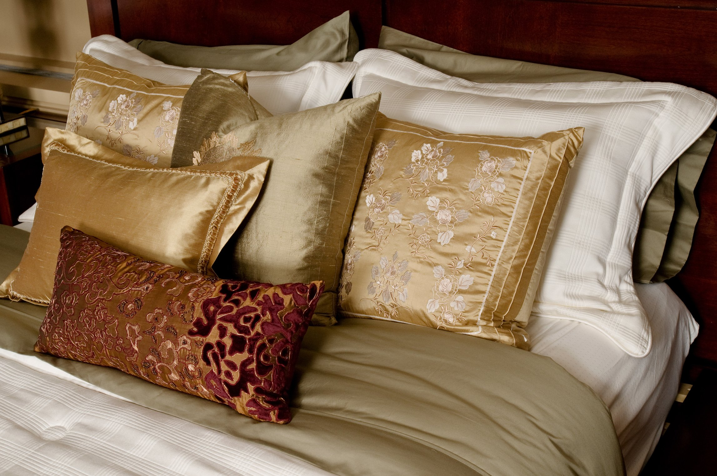 how to make a flanged pillow sham with mitered corners ehow. Black Bedroom Furniture Sets. Home Design Ideas
