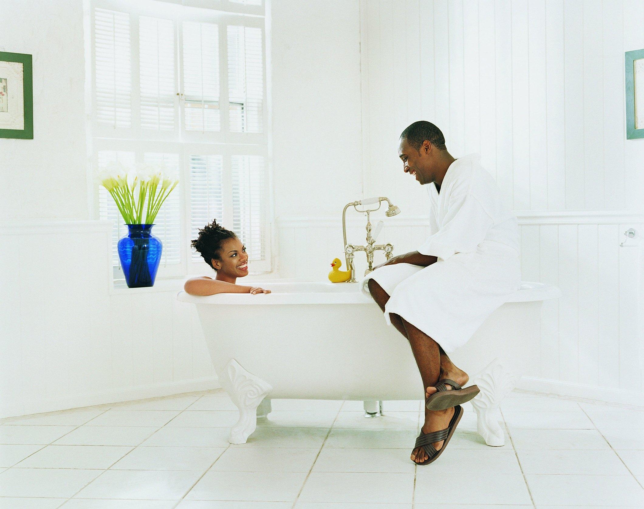 Can You Re-Enamel a Bathtub? | eHow
