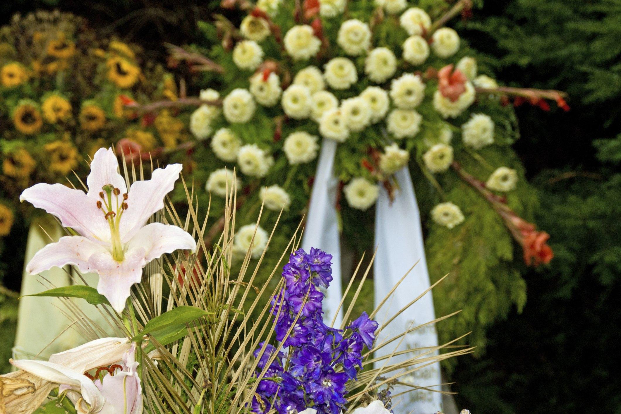 Keepsake jewelry made with funeral flowers ehow izmirmasajfo